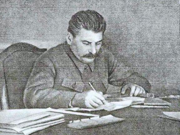 Stalin Za Stolom 577
