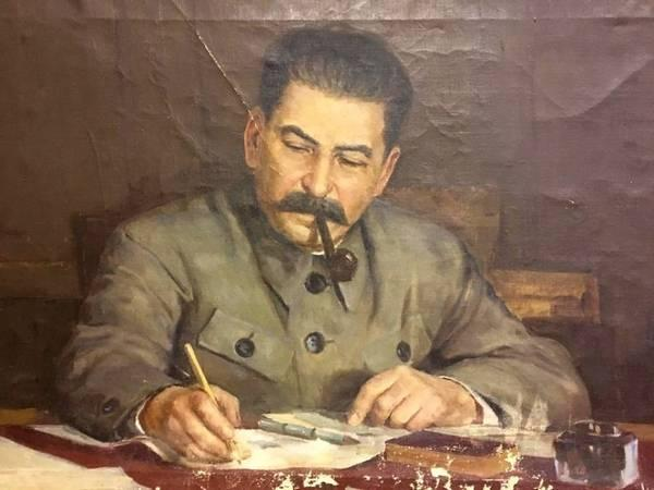 Сталин (Джугашвили) Иосиф Виссарионович за работой