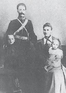 Подпись: подъесаул Ф.К. Миронов с женой и детьми